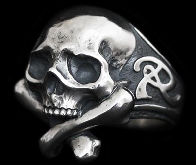 Rat Race - Cross Bone Skull RING